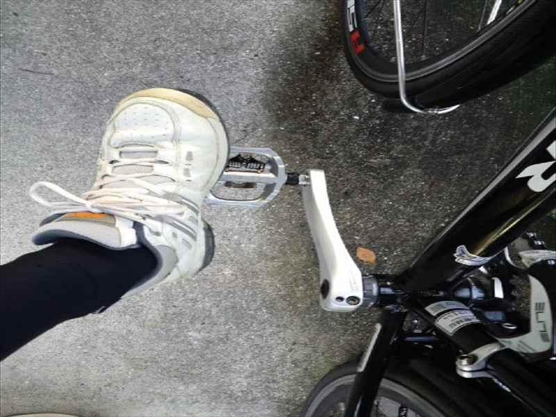 ... パイプで自転車置き場 物置